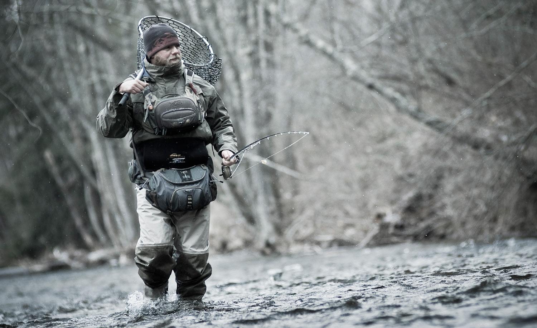 Прикарпатські рятувальники пильнують рибалок, які приходять ловити рибу у небезпечних місцях