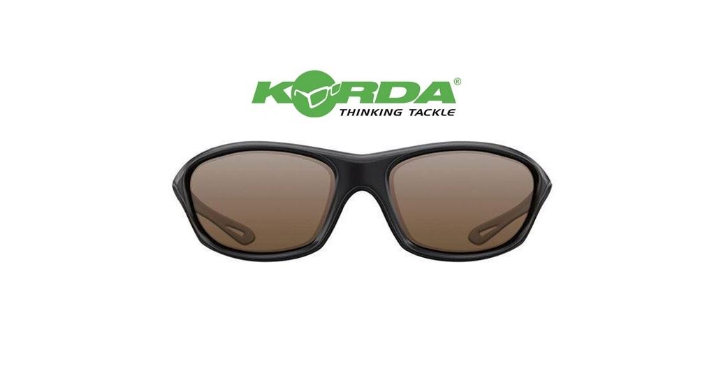 Occhiali da sole Korda  Wraps Gloss Black lente marrone cod K4D01